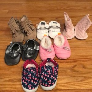 6 Pairs Of Crib Shoes 6-12 Months!